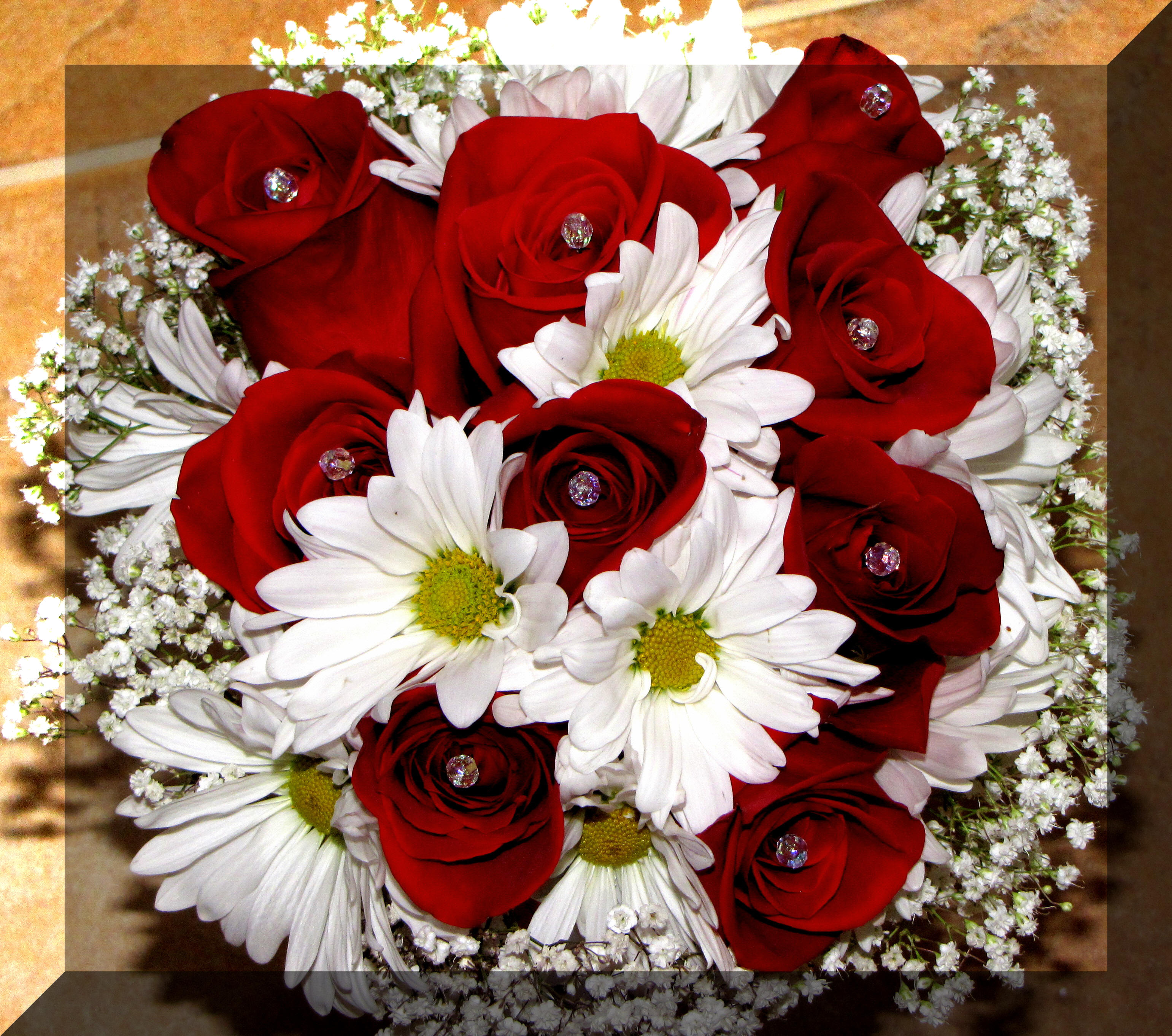Red rose and daisy wedding bouquets hd image flower and rose bridal bouquets daisies and roses cascading izmirmasajfo
